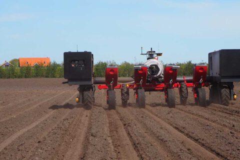 Robotti peltotyössä