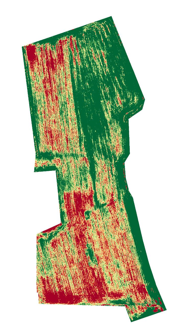 Droonilla kuvattu pelto. Vihreillä alueilla on kasvillisuutta on enemmän kuin punaisilla.