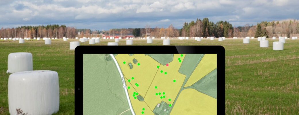 Taustalla pyöröpaaleja pellolla, etualalla karttanäkymä paalien sijainnista lohkolla.